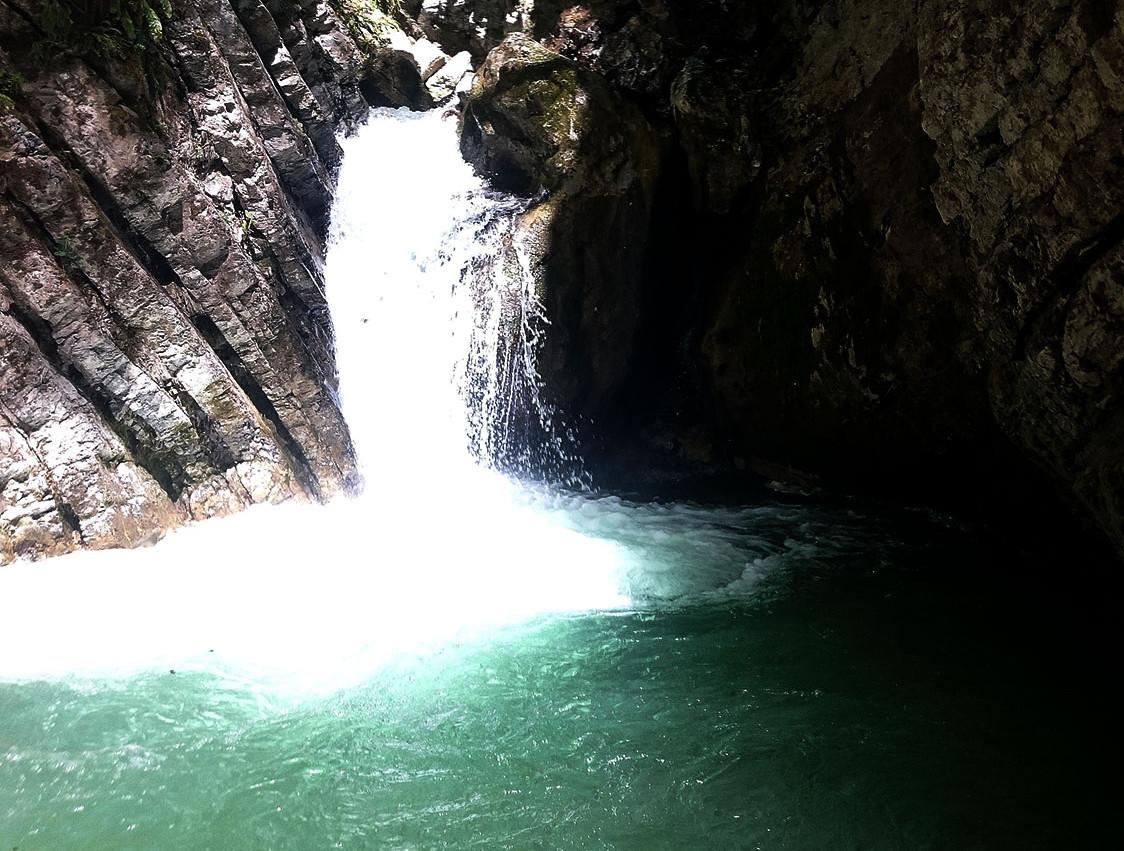 cascade toboggan canyoning de Montmin