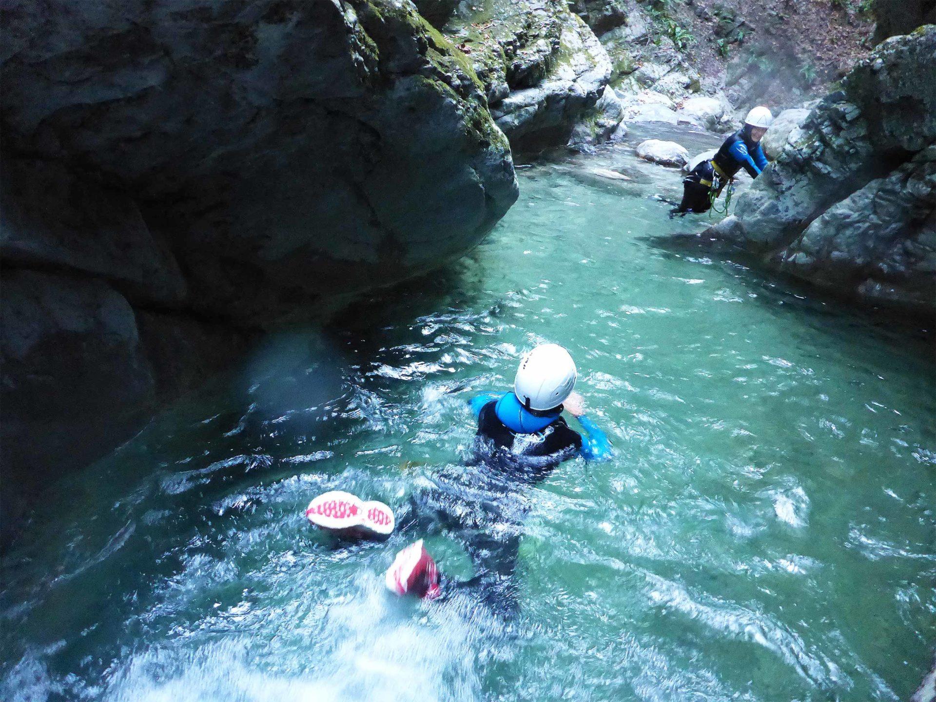 Vasque canyoning pont du diable nage